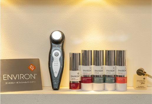 エンビロンのアグレッシブなホームケア化粧品が並んだ写真