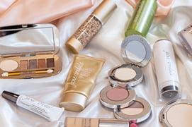 ジェーンアイルデールの化粧品が並んだ写真