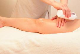 ポールシェリー体質別ボディオイルの施術を受ける女性の写真